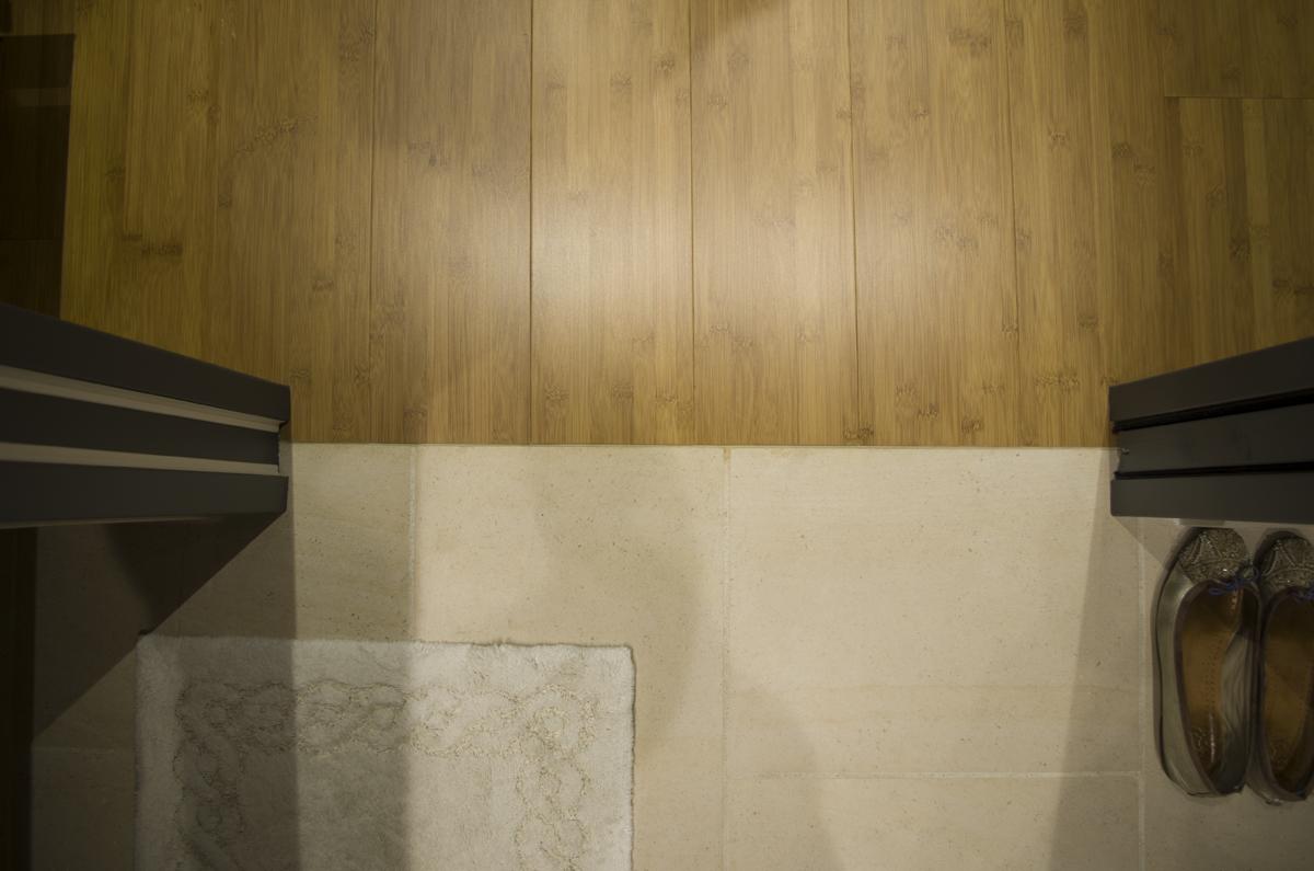 Liaison invisible entre un sol bambou et un sol en pierre de bourgogne